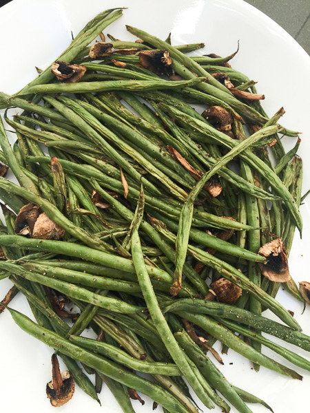 Balsamic Roasted Green Beans & Mushrooms- These roasted green beans and mushrooms require almost no prep at all and they go straight in the oven, so basically it's a no-brainer, and they're super healthy!   Double Dose Fitness