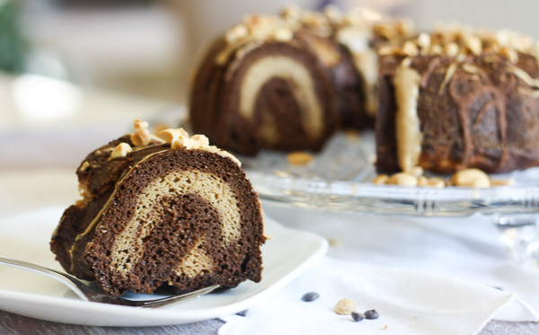 Peanut Butter Chocolate Swirl Bundt Cake-This cake is a peanut butter & chocolate lover's dream. This super fluffy bundt cake combines decadent chocolate with creamy peanut butter to form an amazing protein-packed and low carb cake!| www.doubledosefitness.com