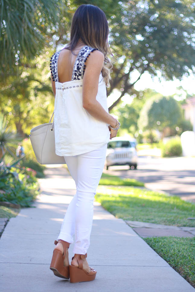 White Jeans- the perfect, stretchy pair of jeans that we wear all year long! | adoubledose.com
