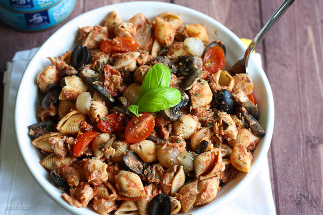 Italian Pasta with Tuna and Tomato - this easy to make, one-skillet meal will make the perfect healthy lunch or dinner and great leftovers! | adoubledose.com