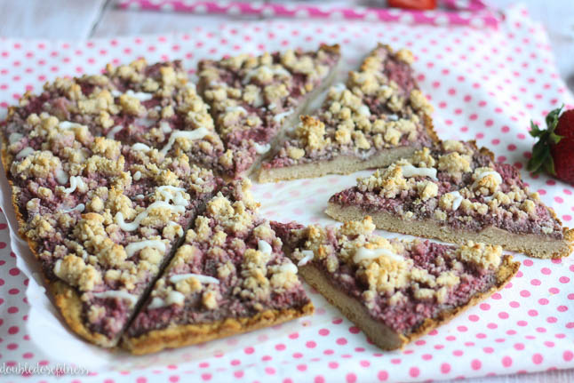 Strawberry GF Crumble Bars - a gluten free, crumbly dessert treat perfect for July 4th | adoubledose.com