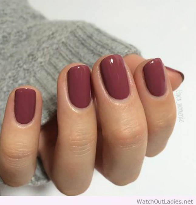 fashion and lifestyle bloggers alexis belbel and samantha belbel share their favorite fall nail colors : Essie Angora Cardi