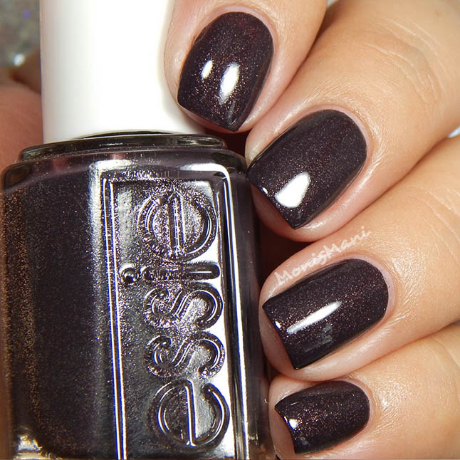 fashion and lifestyle bloggers alexis belbel and samantha belbel share their favorite fall nail colors : Essie Frock n' Roll