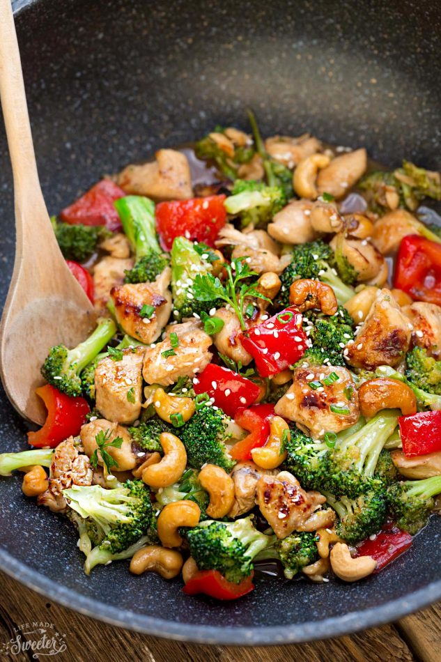 Healthy Cashew Chicken - A Double Dose of Fitness | adoubledose.com