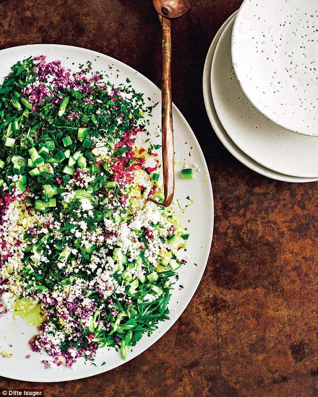 Cauliflower Tabbouleh- A Double Dose of Fitness | adoubledose.com