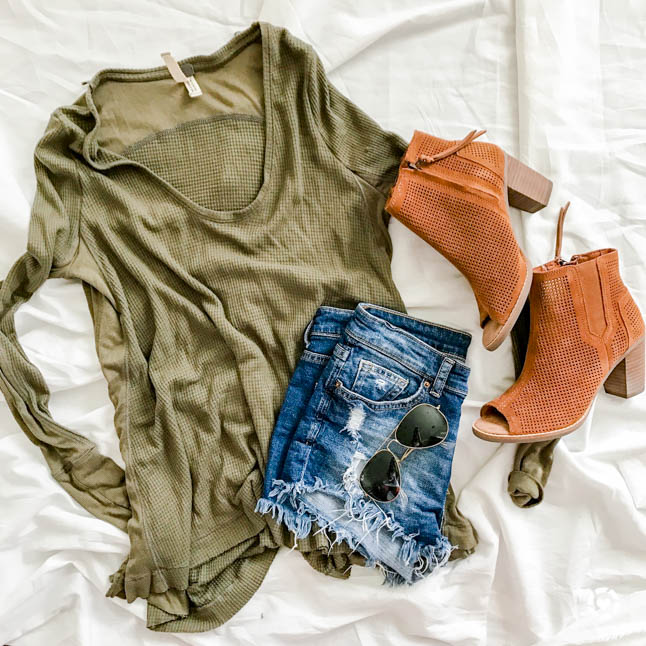 How To Style A Utility Jacket + St. Patrick's Day Outfit Ideas | adoubledose.com
