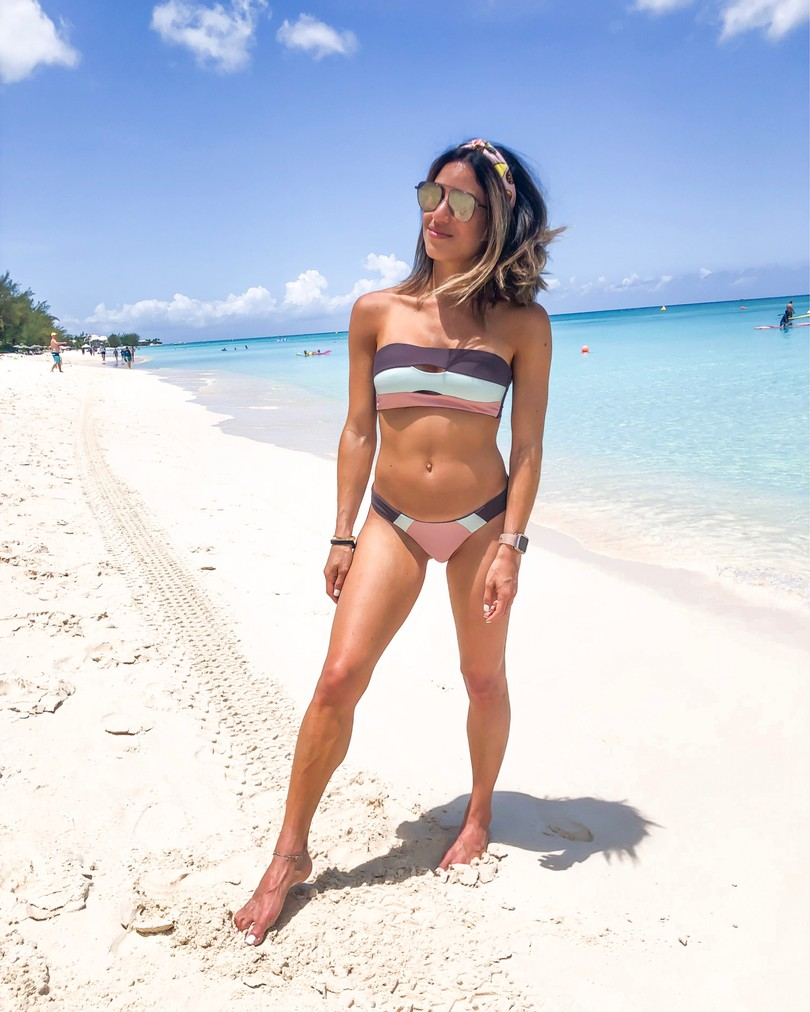 fashion blogger wearing lspace colorblock bikini