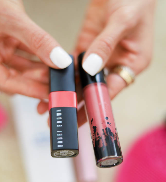 lifestyle and fashion bloggers alexis and samantha belbel share their everyday makeup routine for beginners that can be used for work or school and done in under 10 minutes with foundation, blush, highlighter, mascara, lip color