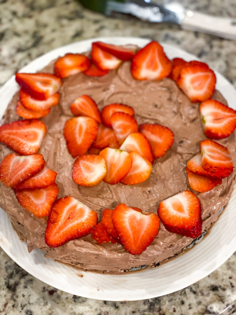 lifestyle and fashion blogger alexis belbel sharing a vegan chocolate cake with vegan chocolate cream frosting  and favorite kitchen tools and gadgets on amazon | adoubledose.com