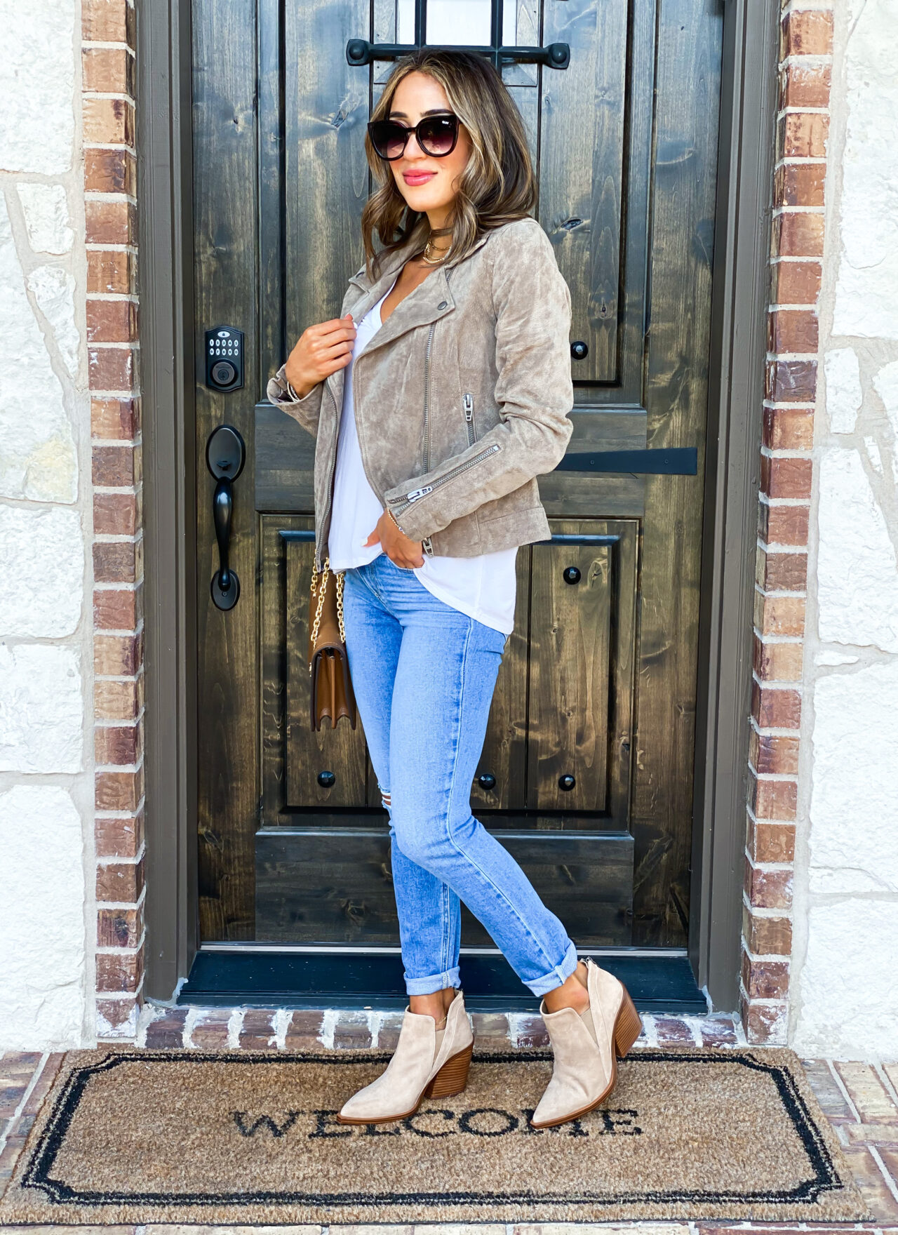 fashion and lifestyle bloggers alexis and samantha belbela styled fall look wearing a suede moto jacket, skinny paige jeans, tory burch chain bag, and vince camuto booties from the nordstrom anniversary sale 2020 public access | adoubledose.com