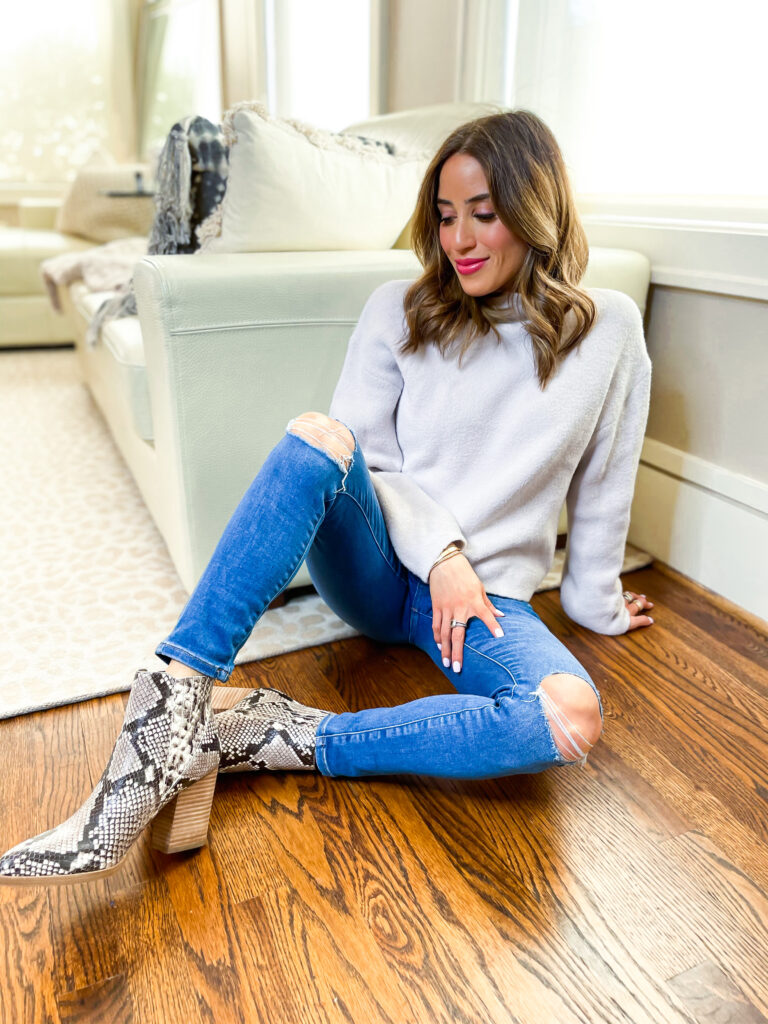 lifestyle and fashion blogger alexis belbel sharing her favorite petite jeans from express and some cozy sweaters and bodysuits you can pair with them | adoubledose.com