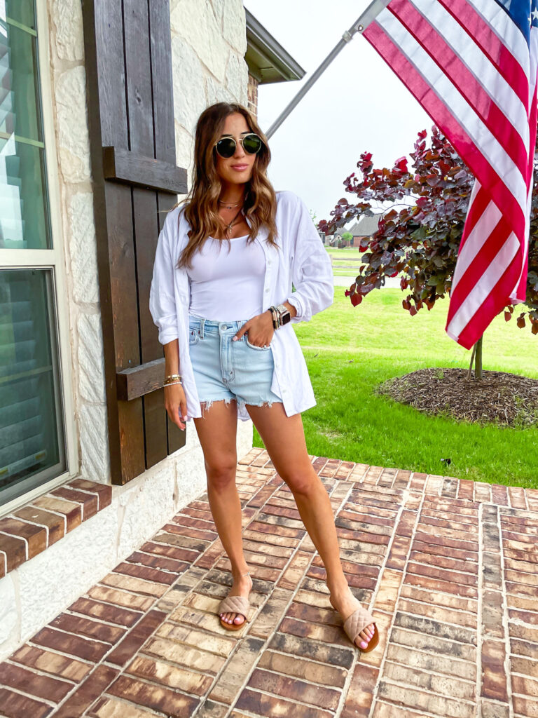 lifestyle and fashion bloggers alexis and samantha belbel sharing their memorial day outfit ideas: bikinis, denim shorts, dresses, and more from amazon and abercrombie   adoubledose.com