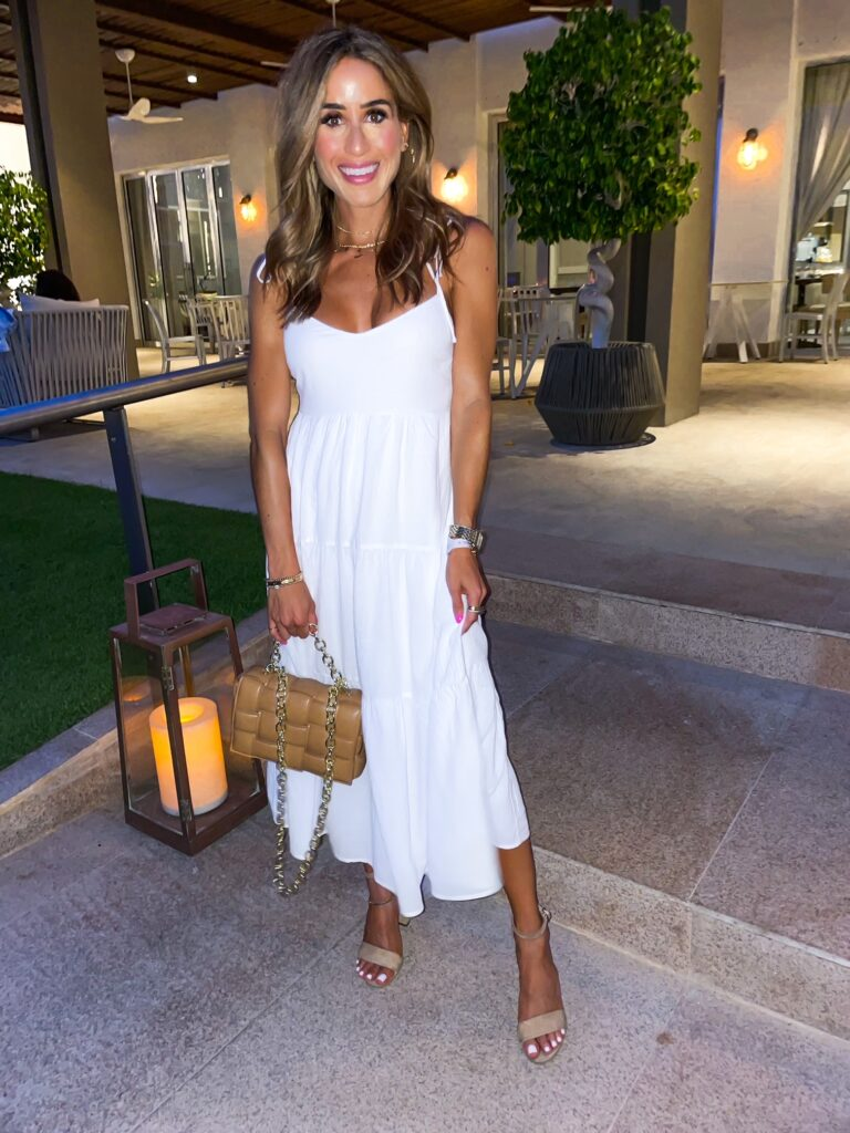 lifestyle and fashion bloggers alexis and samantha belbel share their summer looks from Cabo | adoubledose.com