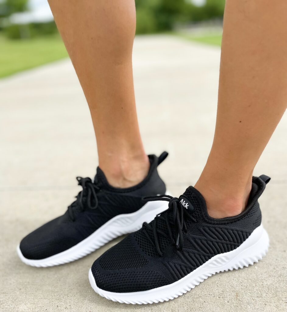 lifestyle and fashion blogger alexis belbel shares her favorite amazon sneakers for any type of outfit from AKK. They are available on amazon and are under $50 | adoubledose.com