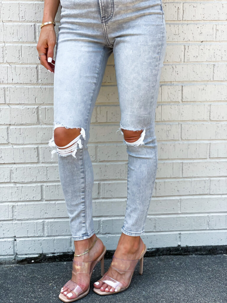 lifestyle and fashion bloggers alexis and samantha belbel share their express favorites for july: ripped jeans, tanks, dresses for weddings   adoubledose.com